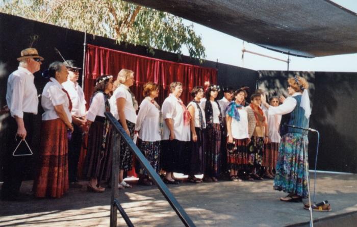 מקהלת כרמים בפסטיבל רנסנס במבצר יחיעם סתיו 2004